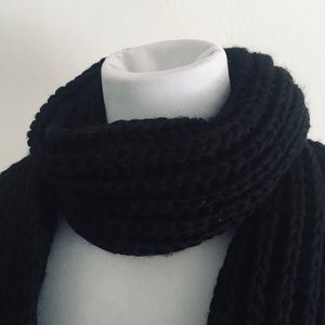 🎀 5 for $25/ black knit scarf